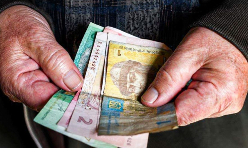 Украинцам увеличат пенсии и стипендии: кому и сколько добавят